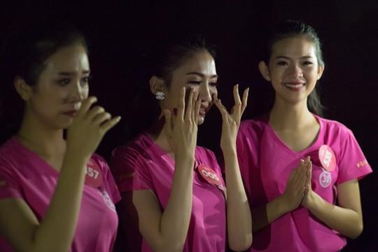 Vì sao thí sinh Hoa hậu Việt Nam 2018 òa khóc ngay sau buổi tập?