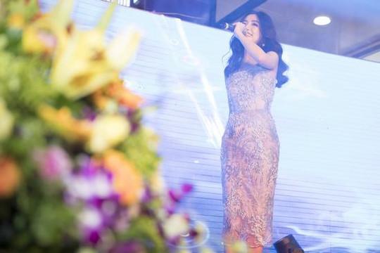 """Bích Phương thả """"Bùa Yêu"""" ở Bắc Ninh khiến khán giả điêu đứng"""