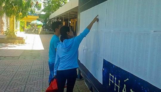 Phụ huynh mừng đến mất ngủ khi nhiều trường ở Hà Nội hạ điểm chuẩn