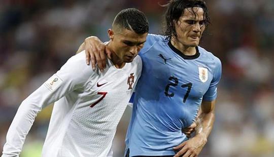 Phải để Ronaldo dìu ra khỏi sân nhưng Cavani vẫn kịp bình phục ở trận đấu với Pháp