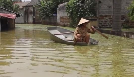 Ngập lụt kéo dài giữa Thủ đô, cuộc sống người dân bị đảo lộn