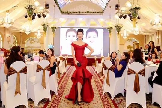 Trịnh Kim Chi diện cây đỏ lộng lẫy như nữ hoàng