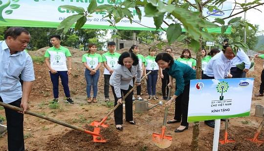 """""""Uống nước nhớ nguồn"""" - Vinamilk trồng 100.000 cây xanh tại Nà Tu, Bắc Kạn"""