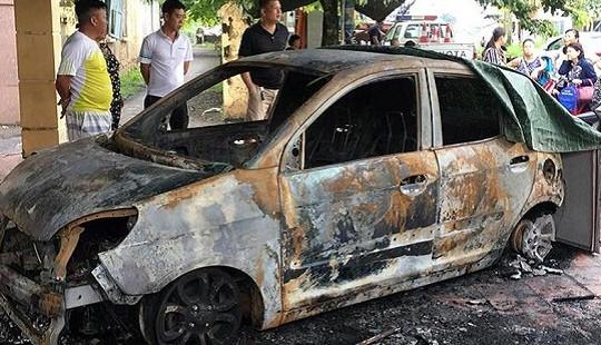 Ô tô của Đại úy CSGT bị đốt trước cổng trụ sở