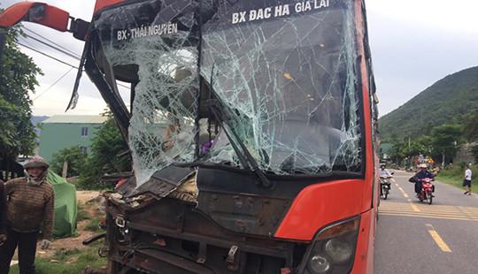 Tại nạn liên hoàn trên Quốc lộ, hàng chục hành khách hoảng loạn
