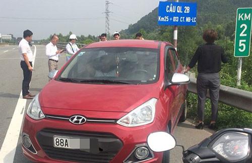 Nữ tài xế điều khiển xe chạy ngược chiều trên cao tốc Nội Bài - Lào Cai