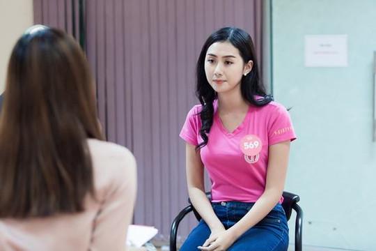 Thí sinh Hoa hậu Việt Nam 2018 nói tiếng Anh như gió