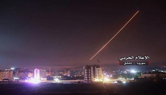 Syria nổi giận khi tên lửa dồn dập tấn công sân bay Damascus