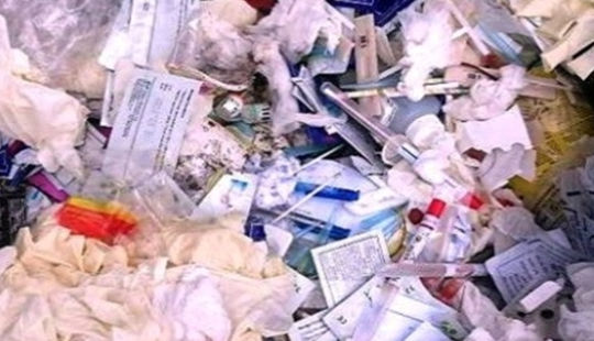Xem xét xử phạt phòng khám xả rác thải y tế ra môi trường