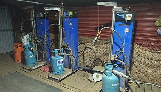 Phát hiện cơ sở chiết gas trái phép được ngụy trang