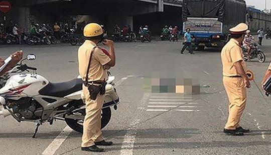 Xe máy va chạm ô tô tải, mẹ và con nhỏ tử vong thương tâm