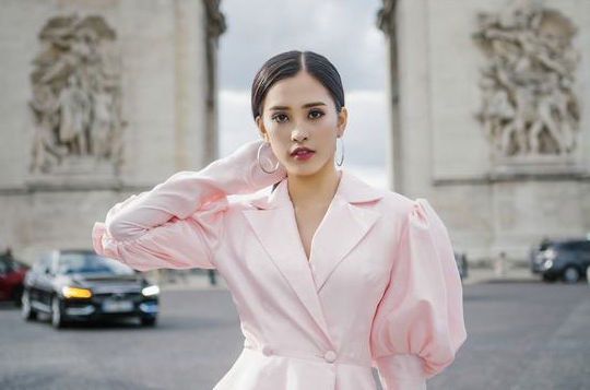 Hoa hậu Tiểu Vy và những khoảnh khắc đẹp xuất thần ở Pháp