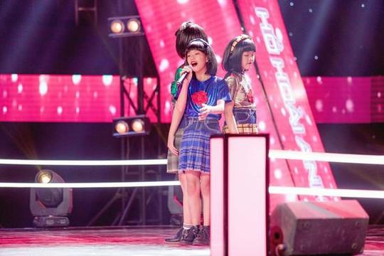 """Hồ Quỳnh Hương, Dương Triệu Vũ, Đông Nhi - Ông Cao Thắng """"đại náo"""" vòng Đối đầu The Voice Kids"""