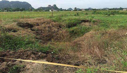 """""""Hố tử thần"""" xuất hiện ngay sát nhà dân ở Quảng Ninh"""