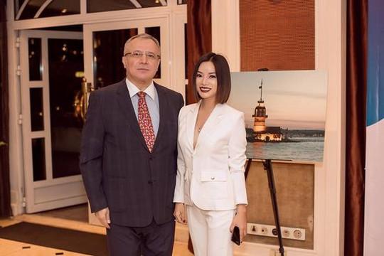 Ấn tượng NTK Thùy Victory tại Vietnam International Fashion Week