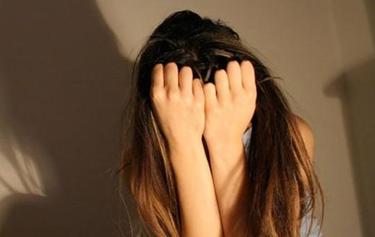 """""""Yêu râu xanh"""" 11 lần hiếp dâm 2 bé gái tiểu học"""