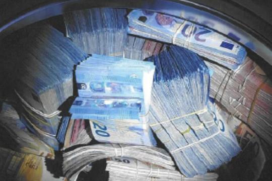 Hà Lan: Phát hiện hơn 9 tỷ đồng trong máy giặt ở ngôi nhà bỏ hoang