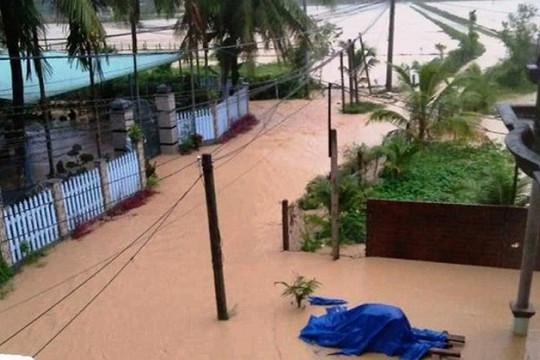 Mưa lũ ở miền Trung làm 2 người chết, hàng nghìn căn nhà bị ngập