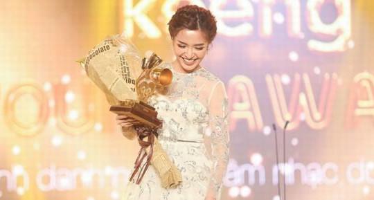 Bích Phương và sự lột xác bất ngờ với Bùa Yêu sau một năm đạt giải Keeng Young Awards 2017