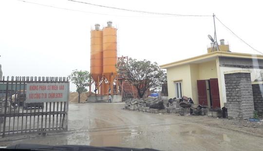 """Trạm bê tông không phép ở Nghệ An: """"Mập mờ"""" cách giải quyết của chính quyền địa phương"""