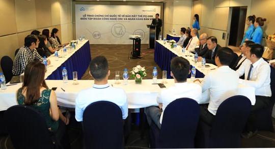 Trao chứng chỉ quốc tế về bảo mật thẻ PCI-DSS giữa Tập đoàn Công nghệ CMC và Ngân hàng Bản Việt