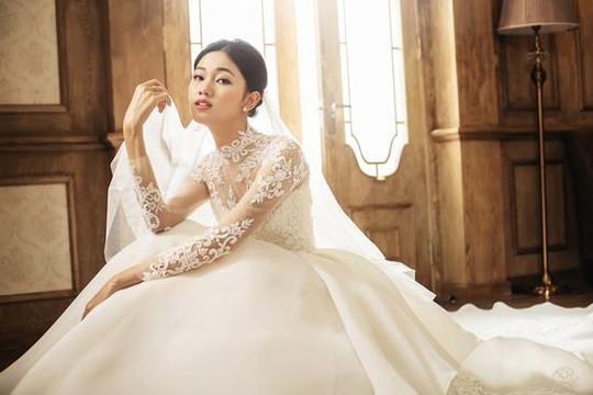 Á hậu Thanh Tú lại hóa cô dâu sau khi trở về từ chuyến trăng mật Châu Âu