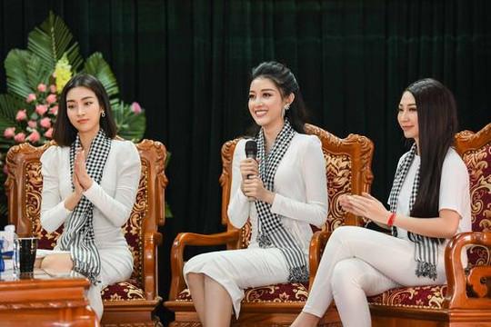 Hoa hậu Mỹ Linh, Huyền My xinh đẹp nổi bật giữa các chiến sĩ Lục Quân