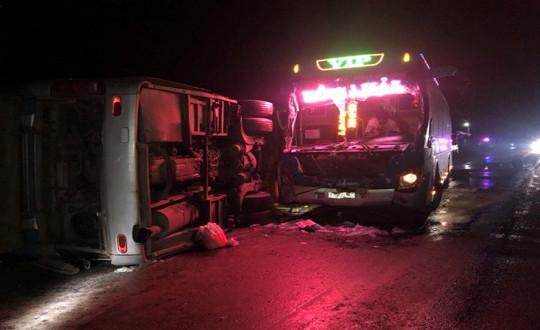 Hai xe khách va nhau trên quốc lộ, 1 người chết, 5 người trọng thương