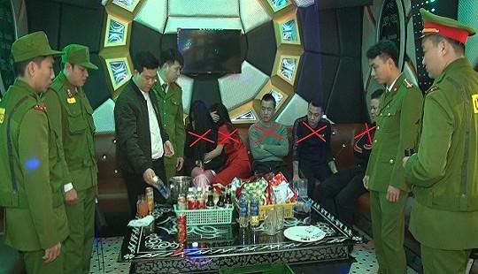 Đột kích quán karaoke, bắt 5 đối tượng đang phê ma túy đá