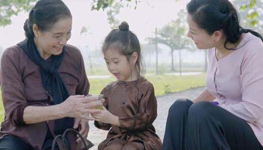 """Sao mai Huyền Trang gây """"thổn thức"""" với Mẹ là điều tuyệt vời nhất"""