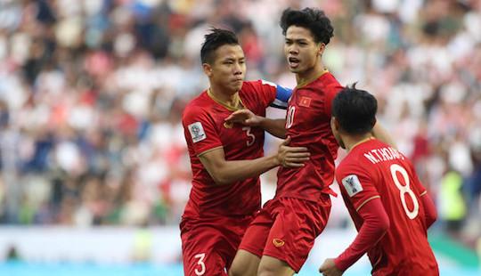 """Việt Nam thẳng tiến tứ kết Asian Cup sau loạt """"đấu súng"""" cân não"""