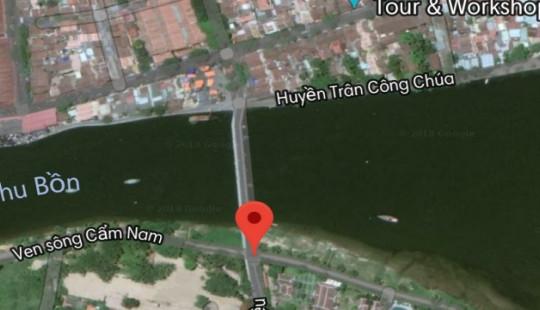 Xe ô tô lao xuống sông, 3 người trong gia đình mất tích