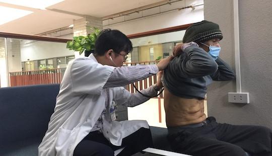 Cứu sống bệnh nhân ho một lần phun ra 100ml máu