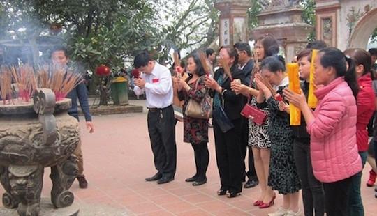 Bộ GD&ĐT cấm giáo viên đi lễ hội trong giờ hành chính