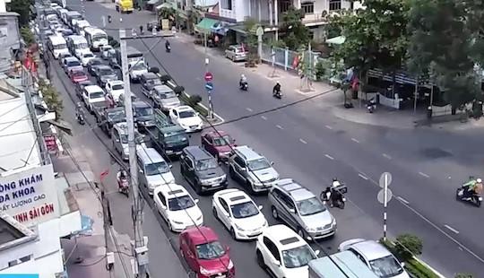 Ùn tắc giao thông, BOT cầu Rạch Miễu buộc phải xả trạm ngày mùng 2 Tết