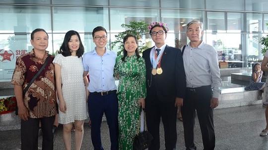 Gia đình đầu tiên có hai con giành được huy chương tại cuộc thi Olympic Hóa học quốc tế