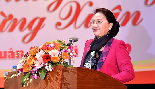 Chủ tịch Quốc hội chúc Tết tại Tổng cục Hải quan và Vietcombank