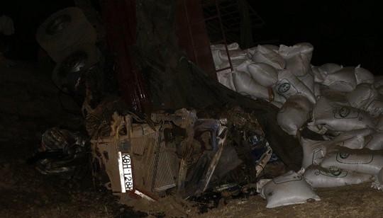 Xe khách lao vào xe tải ở Kenya, 80 người thương vong