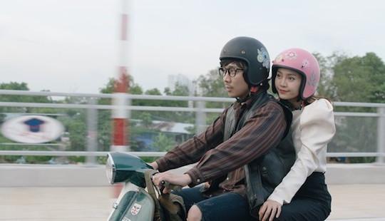 """Soán ngôi """"Em chưa 18"""", """"Cua lại vợ bầu"""" trở thành phim Việt ăn khách nhất lịch sử"""
