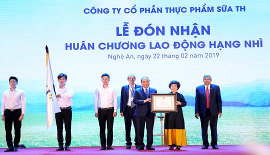 Tập đoàn TH đón nhận Huân chương Lao động hạng Nhì