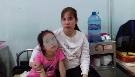 Nước mắt người mẹ trong vụ bé gái 8 tuổi bị bạo hành ở Thanh Hóa