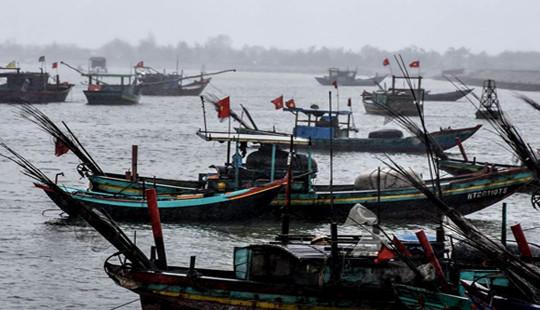 Hà Tĩnh: Sóng đánh hai cha con rơi xuống biển mất tích