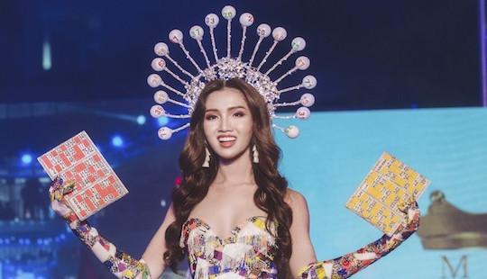 """Nhật Hà mang """"gánh lô tô"""" lên sân khấu Hoa hậu Chuyển giới quốc tế"""