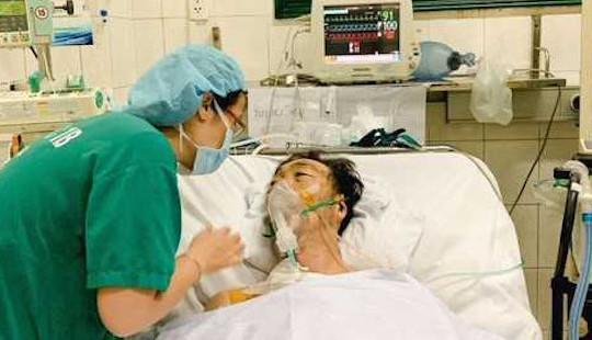 """10 giờ """"cân não"""" cứu du khách Nhật bị biến chứng tim mạch hiếm gặp"""