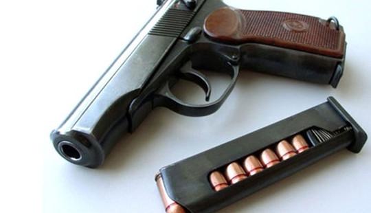 Mang súng K59 đi đe doạ người khác trong quán nhậu