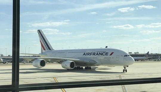 Trục trặc động cơ, máy bay Air France phải hạ cánh khẩn cấp