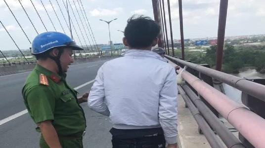Đón xe ra Ninh Thuận tìm bạn gái rồi quay về Vĩnh Long định tự tử