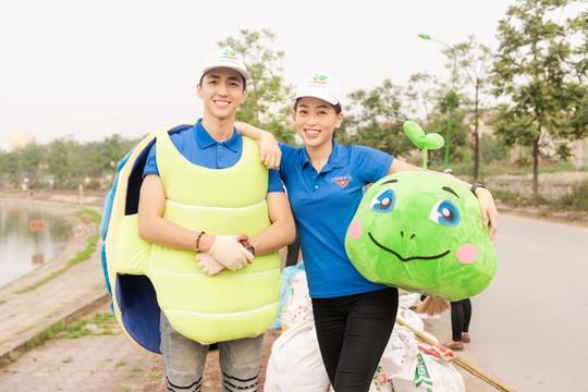 Á hậu Phương Nga cùng Bình An tham gia 'Thử thách dọn rác'