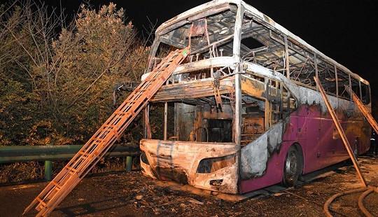 Trung Quốc: Xe du lịch bất ngờ bốc cháy, tất cả 54 hành khách đều thương vong
