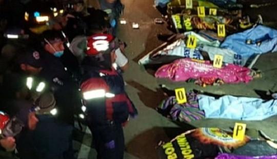 Đứng xem tai nạn, 32 người bị xe tải tông chết